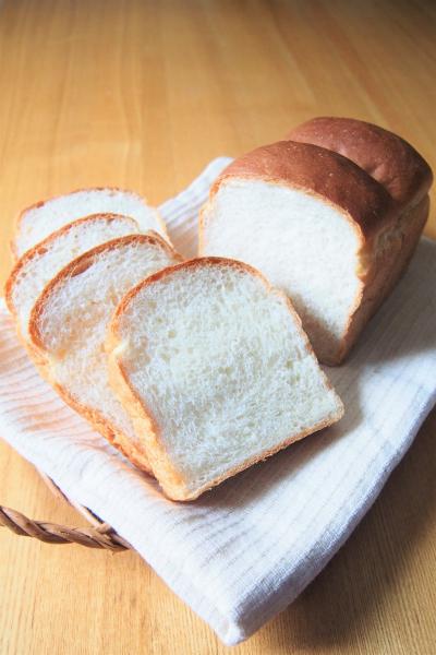 驚くほどふわふわ!中種法で作る山食パン