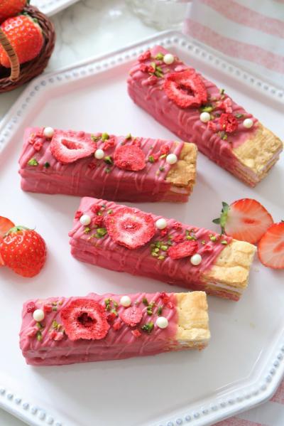 苺のギモーヴサンドスティックパイ