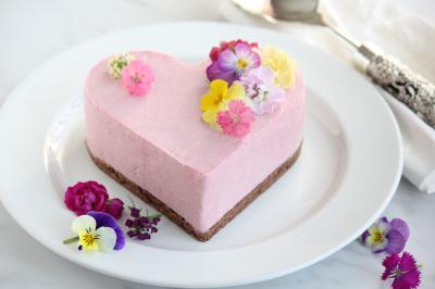 ハートのラズベリームースケーキ