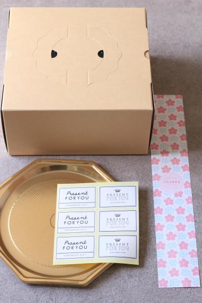 紙帯を使ったケーキ箱のラッピング