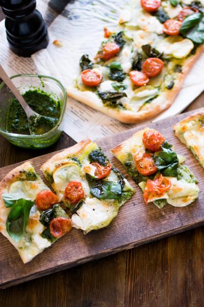 ソースも生地もフープロで作る!簡単ピザ