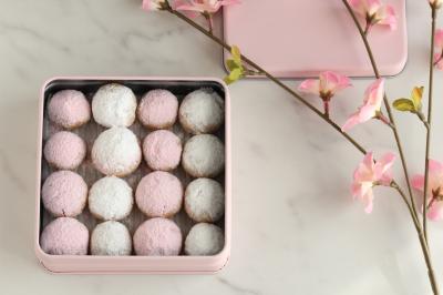 桜色クッキー缶のラッピング