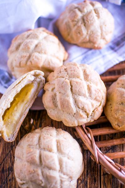 さとうきび糖で作るザクザククリームメロンパン