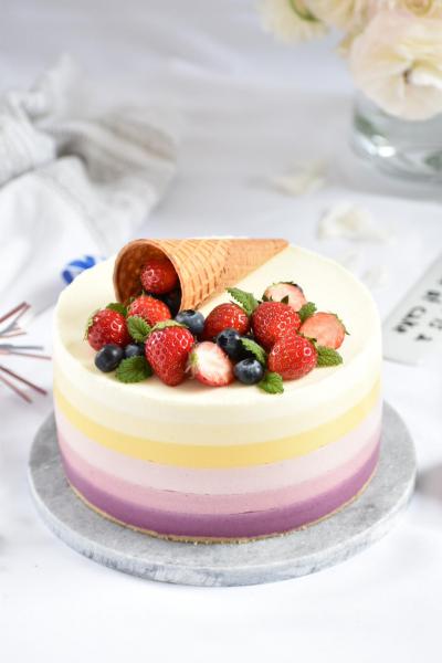 パステルカラーのレインボーチーズケーキ