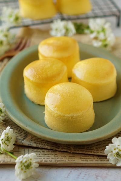 ミニスフレチーズケーキ