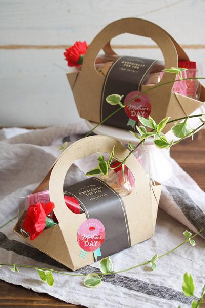 お花のラムレーズンブッセの母の日ラッピング