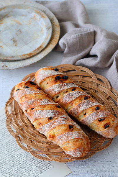 パン・ド・フリュイ・フロマージュ(クリームチーズとレーズンのハードパン)