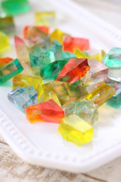 まるで宝石!キラキラ琥珀糖
