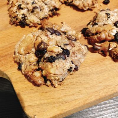 【油も小麦粉も卵も使わない】超ヘルシー&凄い簡単で美味しい!!チョコナッツレーズンオートミールクッキ