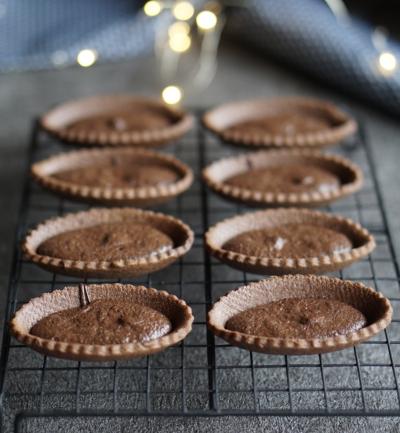 チョコを溶かして焼くだけ!簡単焼きチョコタルト