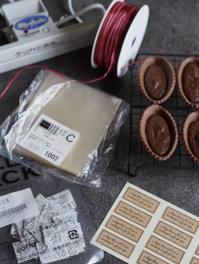 リボンを使った焼きチョコタルトのラッピング