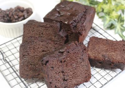 大人のラムレーズン濃厚チョコレートケーキ