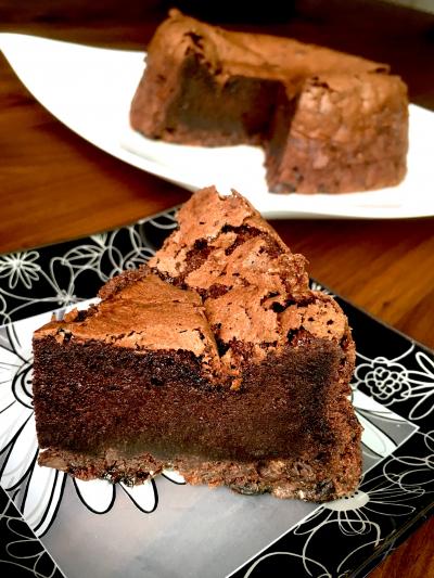 濃厚チョコレートのラムレーズンガトーショコラ