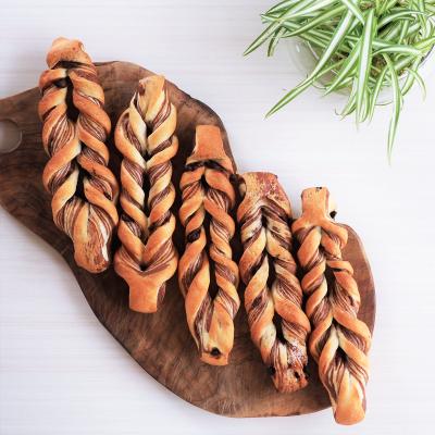 2色の生地でツイストスティックパン