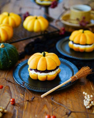 ふんわりかぼちゃパンであんクリチサンド