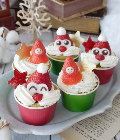 サンタさんの抹茶シフォンカップケーキ