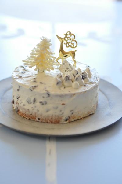ラムレーズンとガナッシュクリームのクリスマスケーキ