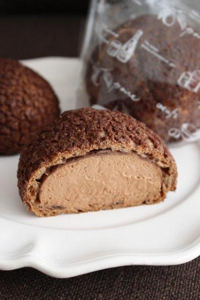 チョコクッキーシュークリーム(濃厚チョコレートクリーム)