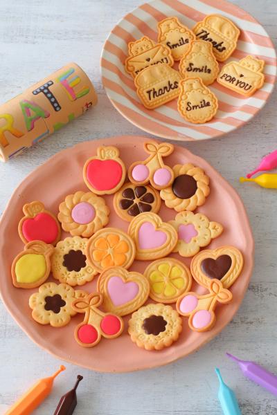 スタンプクッキーのカラフルデコレーション