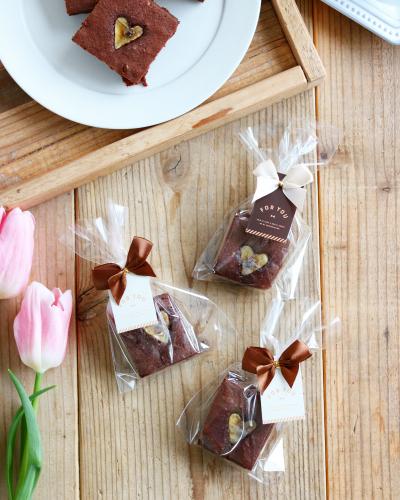 りぼん付きタイのチョコレートカラーのラッピング