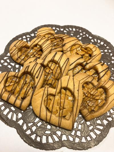 ハートのキャラメルアーモンドクッキー