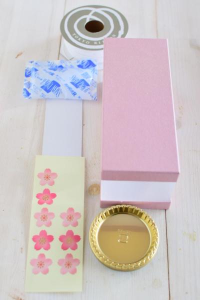 桜のシュークリームのラッピング