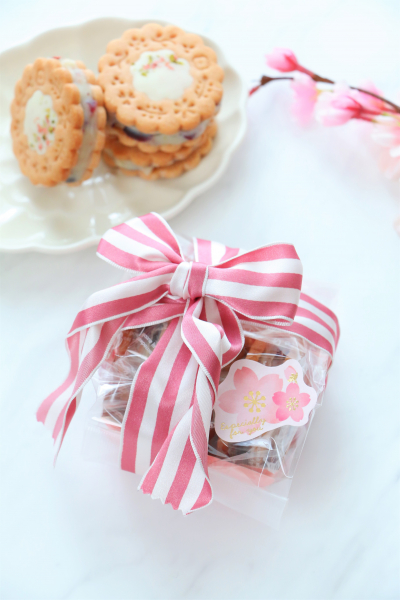 桜とクランベリーのチョコサンドクッキーラッピング