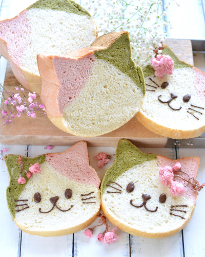 桜と抹茶の春色ねこ食パン