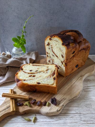 シナモンレーズンのバブカ食パン