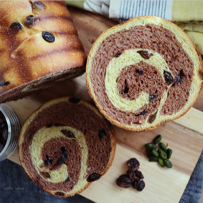 【レーズン2021】レーズンとピスタチオのショコラマーブルパン
