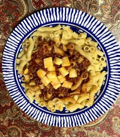 カリフォルニア産チーズと大豆ミートのボロネーゼ風ピリ辛パスタ