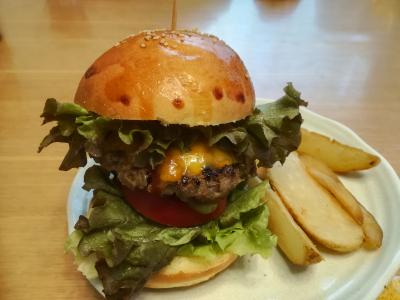 【カリフォルニアチーズ】スモーキーなチーズハンバーガー