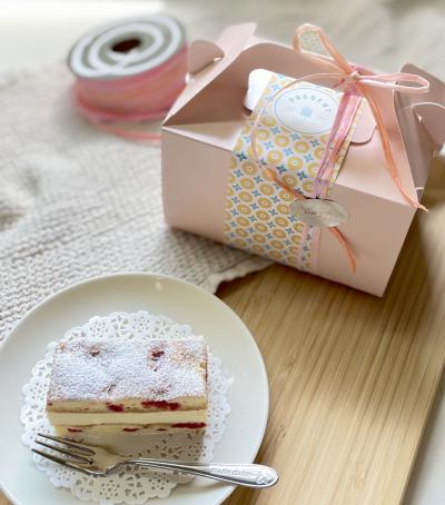 フランボワーズとバタームースのケーキのプレゼント用ラッピング