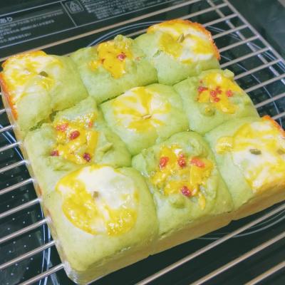 【カリフォルニアチーズ】コルビージャックのほうれん草ちぎりパン