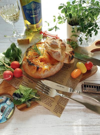 【カリフォルニアチーズ】炙りチーズのクラムチャウダー入りサワードゥ風ブレッド