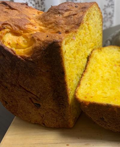 カリフォルニアチーズ入り野菜ジュース食パン