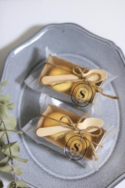 ミニスフレチーズケーキのシンプルラッピング