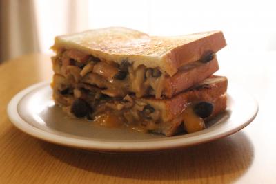 冷凍作り置き可☆フライパンで作ろう!きのことチーズのホットサンド