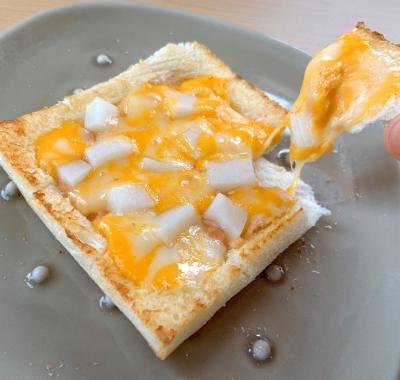 食パンで明太もちチーズのピザ