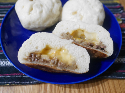 チーズ入り焼き肉まん(水煎包)