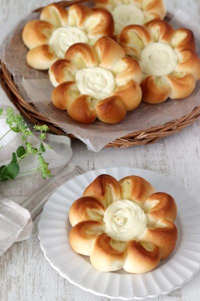 さつまいもとクリームチーズのお花パン