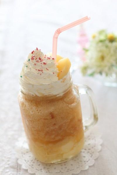 おうちでカフェ気分♡桃とババロアのフラペチーノ