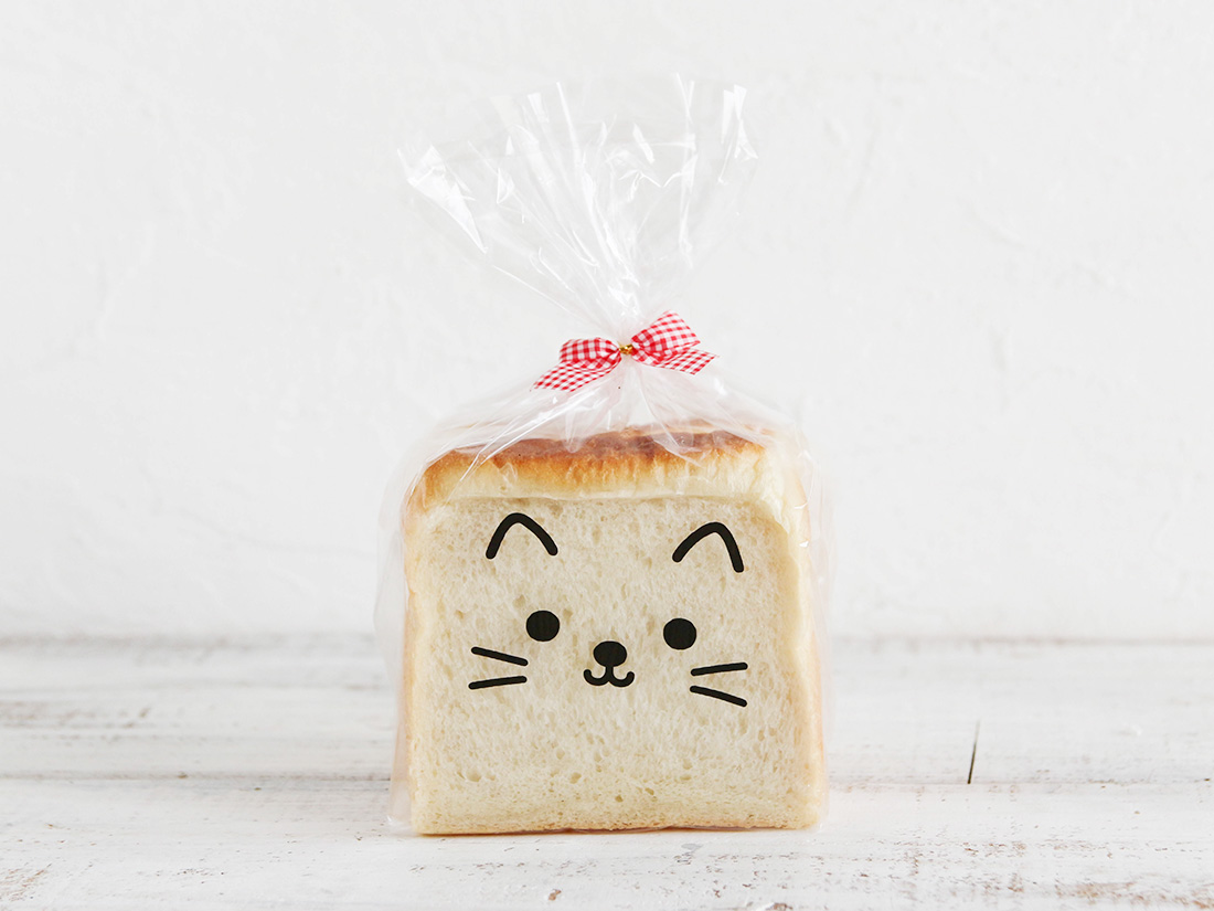 猫 食パン